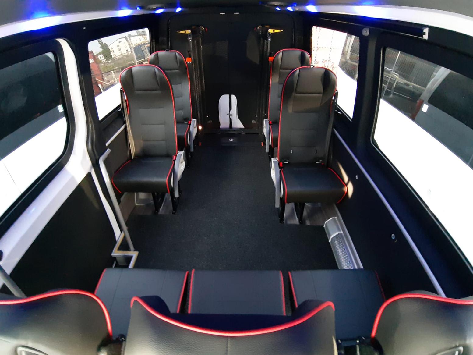 MB Sprinter esteetön taksi sisältä (Altas Auto)