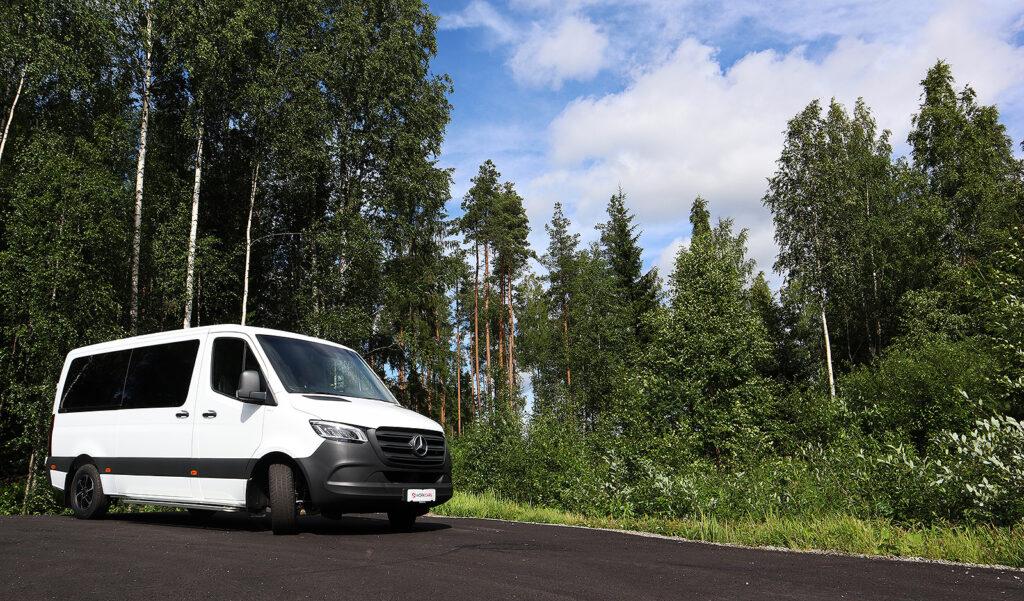 Esteetön Mercedes-Benz Sprinter 1+8 316cdi 7G-Tronic kotimaisella sisustuksella
